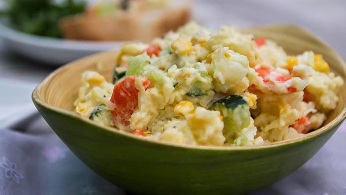 Salată de cartofi cu castraveți și maioneză