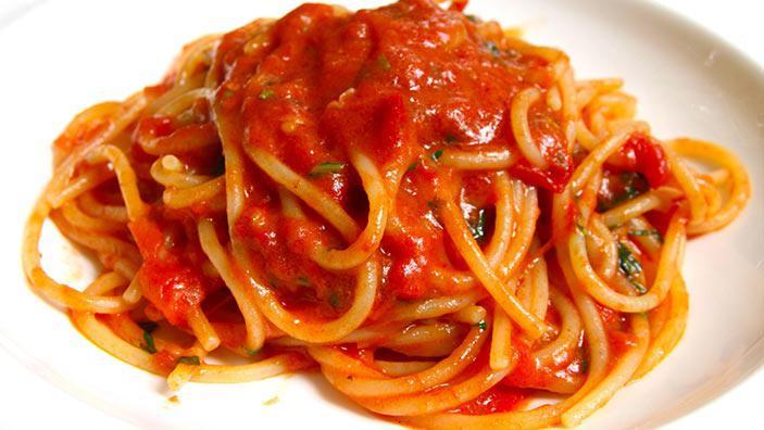 Paste cu sos de tomate